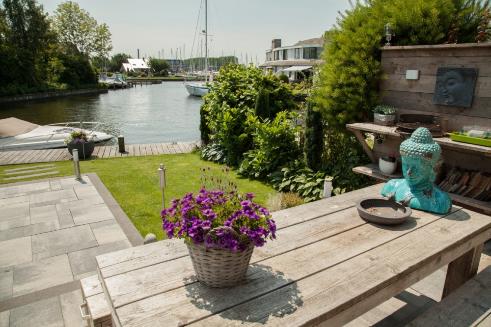 Kleine Tuin Met Water.Kleine Tuin Aan Het Water Te Lemmer Gernell Hoveniers